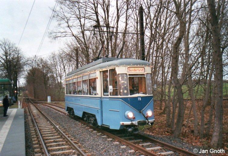 Der historische Tw 73 der Schöneicher-Rüdersdorfer-Straßenbahn steht als Adventsbahn am 07.12.2013 in Alt-Rüdersdorf zur Abfahrt nach Friedrichshagen bereit.