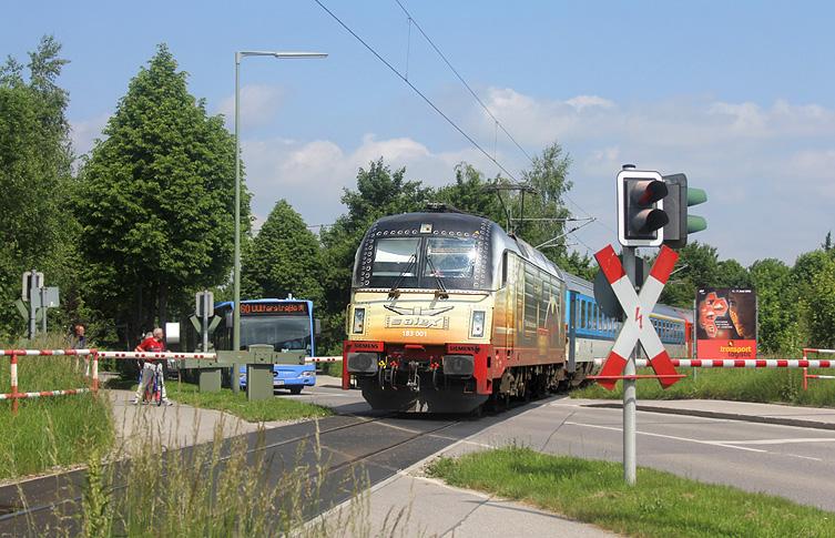 Am 9.06.2013 gab es einen Unfall in München-Moosach, sodass Züge der Strecke nach Landshut zeitweise über Güter-Verbindungsbahnen im Münchner Norden umgeleitet wurden. Unter anderem war der ALEX-Zug aus Prag mit 183 001 betroffen.