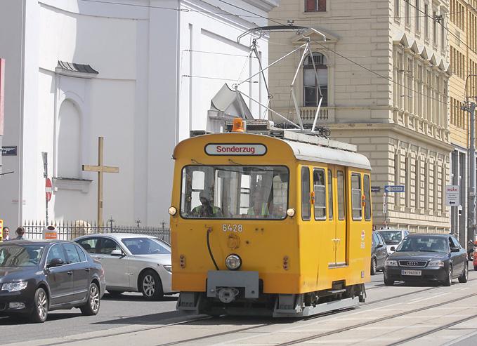 Am 29.05.2013 entstand diese Aufnahme eines Arbeitswagens der Wiener Linien.