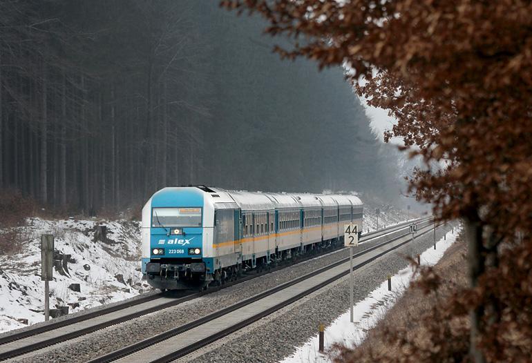 Der 29.03.2013 war allgemein ein eher trüber Tag. Ein ALEX-Zug saust durch den Wald in der Nähe von Geltendorf.