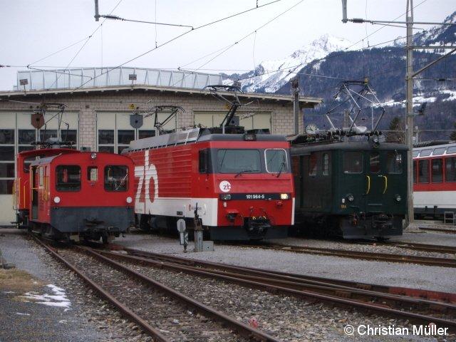 Im Depot Meiringen, Schweiz, kommen hier Lokomotiven von unterschiedlichen Eisenbahngesellschaften zusammen. Die Aufnahme entstand am 5.2.2014.