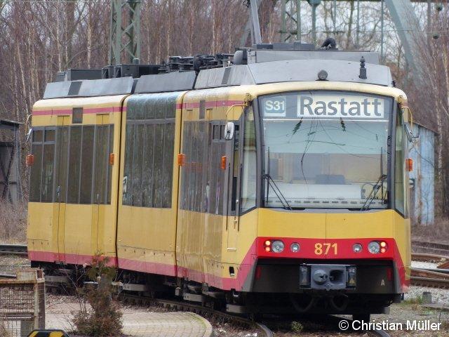 Am Bahnhof Rastatt bei Karlsruhe abgestellter Gelenktriebwagen 871. Aufnahmedatum:8.2.2014