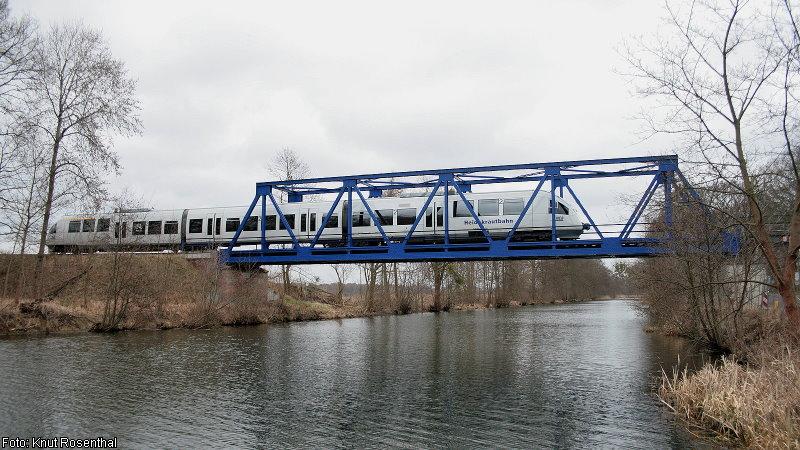 Am 19. März 2014 überquert 643 361 als RB 27 den Finowkanal bei Ruhlsdorf-Zerpenschleuse auf seinem Weg in Richtung Berlin-Karow.