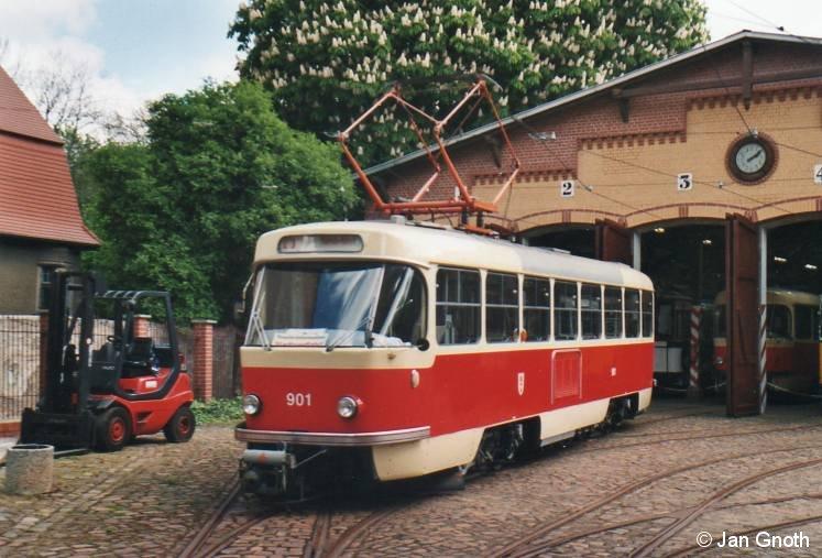 Halle (Saale): Am 03.05.2014 weilte der im Originalzustand verbliebene Tatra T4D 901 während einer Sonderfahrt vorm Straßenbahnmuseum an der Seebener Straße.