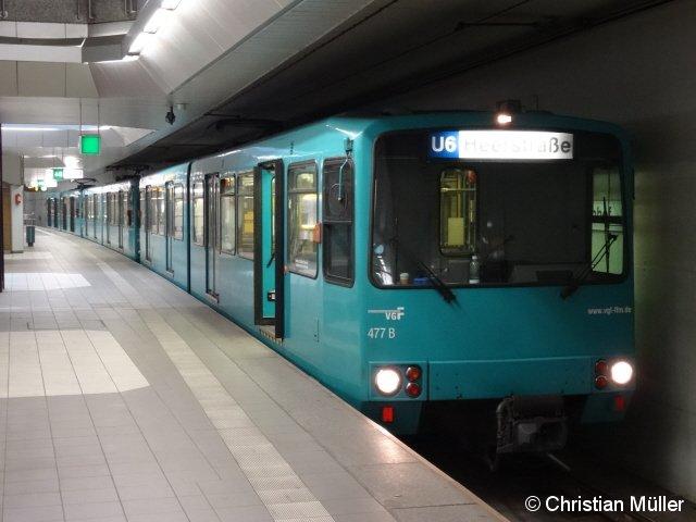 Zug der Frankfurter Baureihe U3 in der Endstation