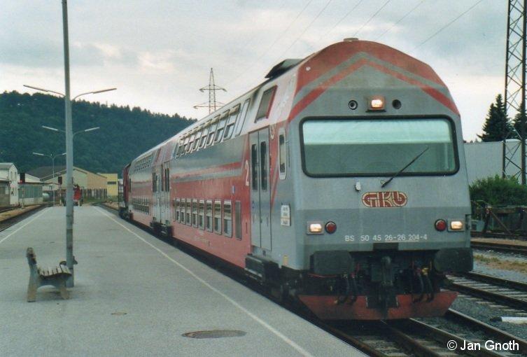 Ein Doppelstock-Zug ist in den frühen Abendstunden des 23.07.2010 aus Graz in Köflach angekommen und fährt jetzt zur Nacht- bzw. Wochenenderuhe (Freitags) in die Abstellanlage.