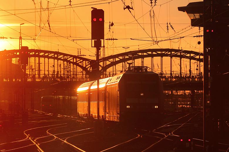 Am Abend des 21.09.2015 erreicht der Münchnen-Nürnberg-Express München Hbf. Nach einer kurzen Wendezeit geht es schon wieder zurück...