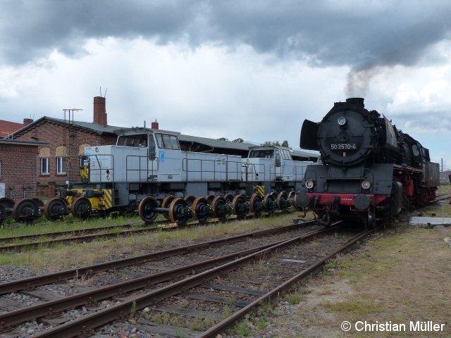 Während des Lokschuppenfestes in Wittenberge Anfang Juli 2016 wurden die Güterzug-Dampflok 50 3670-4 und die Dieselloks der Firma