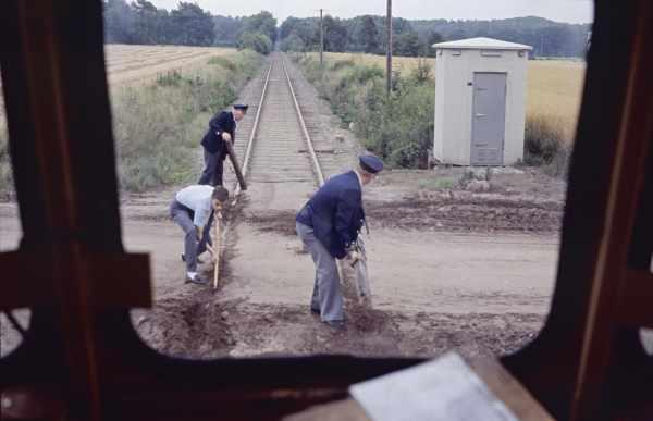 Bei einer Sonderfahrt der AKN mit einem Triebwagen über die OHE-Strecken musste im Jahre 1985 nahe Soderstorf der Bahnübergang freigeschaufelt werden, bevor es weitergehen konnte.