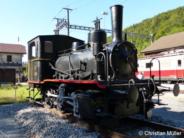 Dampflok E3/3 . Baujahr: 1897. Diese ist das vierte Exemplar aus einer Serie von sechs Stück. Seit Mai 2016 befindet sich diese als Ausstellungsobjekt am Bahnhof