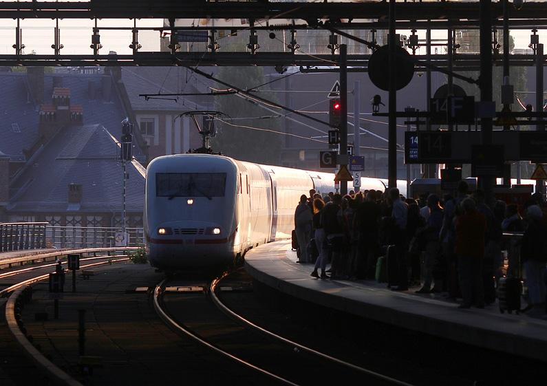 Einfahrt eines ICE in den Berliner Hauptbahnhof am 11.09.2016