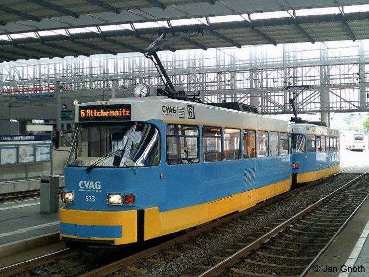 Tatra T3D-M 523/524 der Chemnitzer Verkehrs-AG steht am 22.08.2017 im Chemnitzer Hauptbahnhof auf der Linie 6 zur Abfahrt nach Altchemnitz bereit.