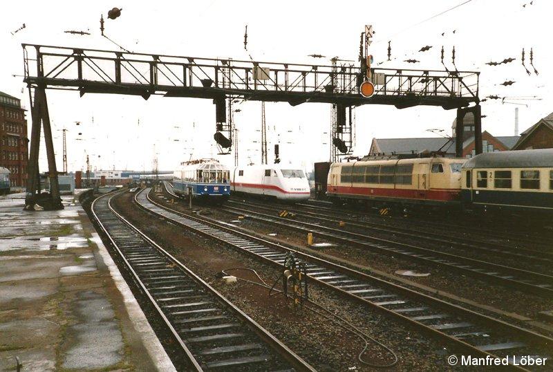 """Am 13.04.1992 verschlug es den """"Gläsernen Zug"""" nach Hamburg. Es kam zu einer Begegnung der """"Generationen"""" auf der Südseite des Bf Hamburg Hbf."""