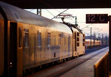 """Der CNL 40470 """"Canopus"""" Zürich - Prag hatte 2016 sein letztes Einsatzjahr bevor die Verbindung eingestellt wurde. Die Aufnahme entstand am 22.05.2016 in Leipzig Hbf."""